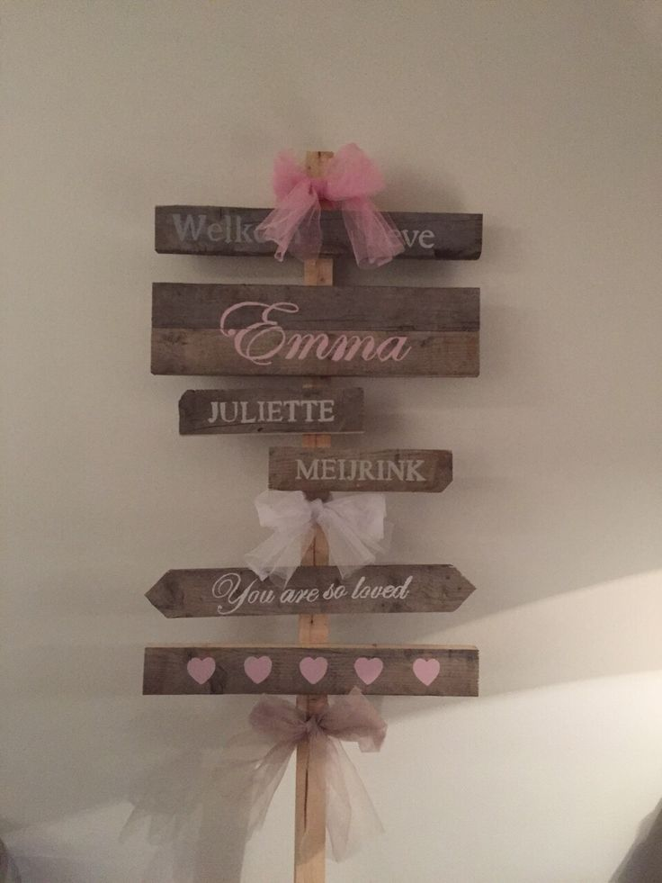 Geboortebord wat we voor onze lieve dochter Emma Juliette hebben gemaakt, van steigerhout en krijtverf. *********************************** Birth announcement of our lovely daughter Emma Juliette. Made with scaffolding wood and chalk paint.
