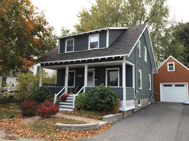 in South Portland, United States. Cozy, 2BR/1B cape a quick walk to Willard Beach, restaurants, market, shops, yoga studio, theater and SUP rental.  Minutes to Portland's Old Port by bus or car or stay put and enjoy the large deck and yard, complete with grill.  Enjoy this cute ca...
