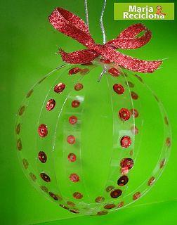 Adorno para árvore de Natal com garrafa Pet by Maria Reciclona, via Flickr                                                                                                                                                     Mais