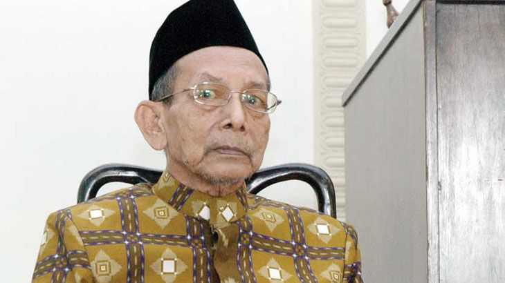 "Bagi warga NU masa kini, nama KH Muchith Muzadi menjadi legenda serta saksi hidup perjalanan perkembangan jam'iyyah Nahdlatul Ulama (NU) dari masa ke masa. Bagaimana tidak, kiai kelahiran Bangilan Tuban 90 tahun silam tersebut, memulai karir perjuangannya ""secara resmi"" di NU sejak tahun 1941. Pada tahun itu, ia resmi menjadi anggota NU ditandai dengan kepemilikan …"