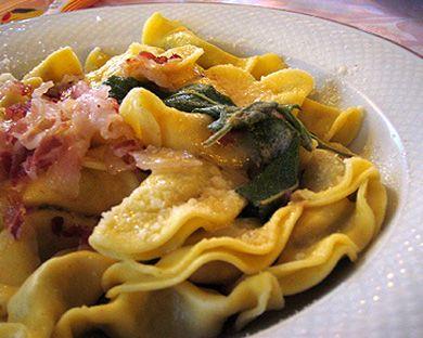 Casoncelli de Bergame avec du beurre fondu et du porc , recette lombardie