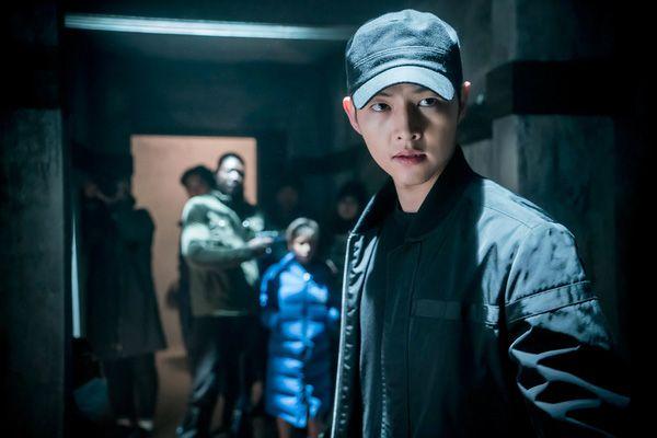 Big Boss Song Joong Ki mặc cây đen trông còn soái ca hơn cả khi mặc sơmi trắng - Ảnh 3.