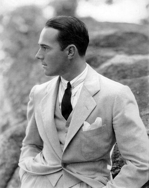 straighteightvintage:  voxsart:  1930. William Haines by Edward Steichen.  Love the suit.#vintage #menswear