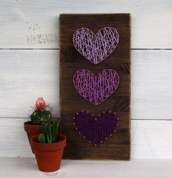 Mini Purple Hearts String Art Sign by LoveArtSoul11 on Etsy. Petits coeurs violets et mauves à partir de ficelle. Par LoveArtSoul11 sur Etsy.