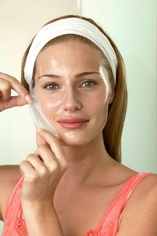 Comment guérir les éruptions et cicatrices d'acné : Mélanger le jus de citron et le blanc d'œuf et appliquez le sur votre visage comme un masque. Laissez sécher puis rincez à l'eau tiède. Répétez cette opération une fois par semaine. Votre peau devient moins grasse, les éruptions vont disparaître et les cicatrices d'acné disparaîtront.