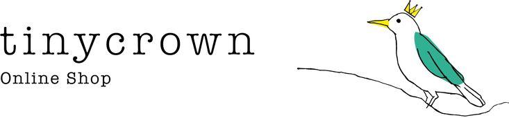 tinycrown(タイニークラウン)は、ジュエリーバイヤーのイセキアヤコによるロンドン発信のONLINE SHOPです。主に、イギリスで買い付けたアンティークやヴィンテージのジュエリーを販売しています。100年近く時を経たものながら、現代のファッションにも馴染む魅力的な品々をお届けするのが目標です。 Logo Design by 菊地敦己 http://atsukikikuchi.com Web Design by 宇賀田直人 http://violetviolin.com/nu/ [ イセキアヤコ Profile ] 京都出身。大学卒業後、京都の書店「恵文社一乗寺店」でアートギャラリーと雑貨スペースのマネージャーを担当。のちにフリーランスになりロンドンへ住まいを移す。2005年7月20日にオンラインショップ「tinycrown(タイニークラウン)」をオープン。現在は、ほぼ日刊イトイ新聞にてエッセイの連載やアンティークジュエリーの復刻品販売なども行なっている。著書に『ヴィンテージ フォー ガールズ』(...