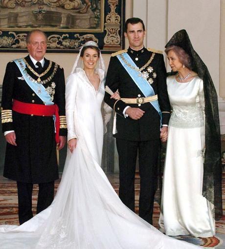 König Juan Carlos I. von Spanien und dessen Gemahlin Sophia posieren gemeinsam mit dem frisch verheirateten Paar!