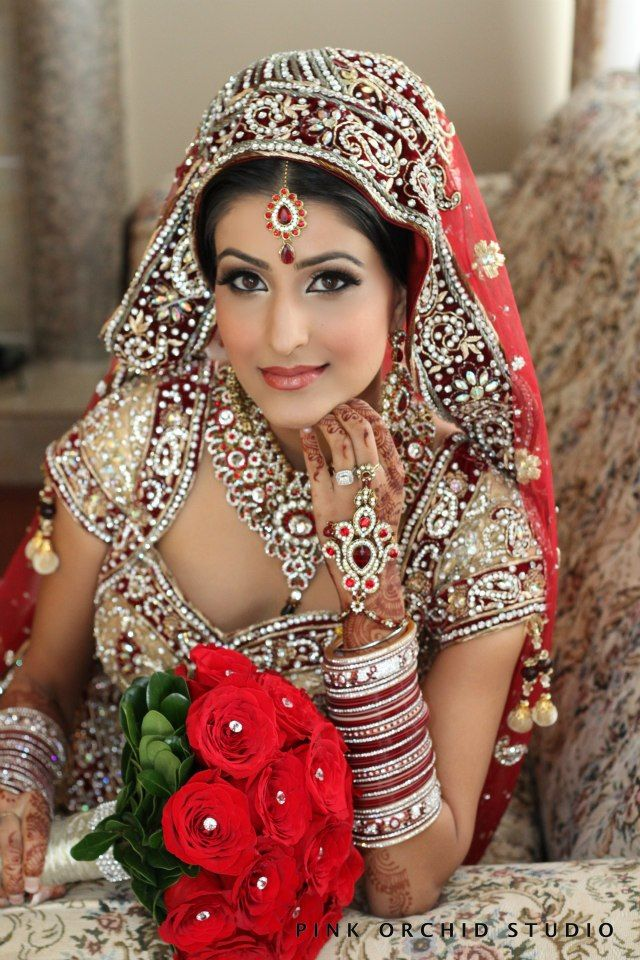 Indian bride with red roses #IndianWedding red with little gold on wedding girl side red boy said gold then recp. Gold