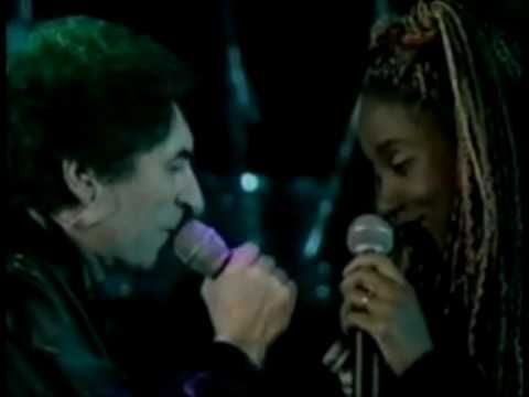 Joaquin Sabina - Amanecí en tus brazos.  Maravillosa versión ♥