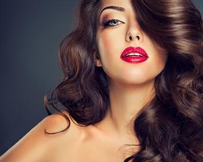 Bella e divina: pacchetto capelli completo di taglio, maschera ristrutturante, piega e colore a soli 19,9 € anziché 55 €. Risparmi il 64%! | Scontamelo