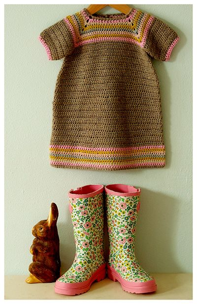 Tulipfield Dresses: Mina  This little bit of pretty is made by Rosy Little Things out of (what she refers to as) the softest nutmeg-brown alpaca. Mmmm … lovely.