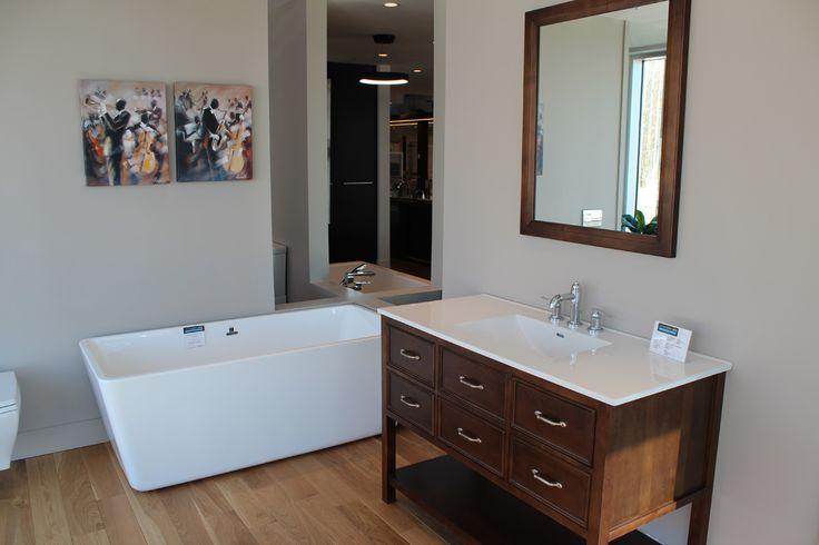 Vanité de salle de bain en bois, look classique et indémodable.  http://www.boutiquealo.com/meuble-lavabo-vanite-salle-de-bain