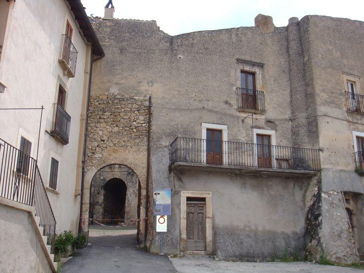 Una porta d'ingresso al centro storico.