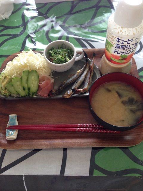 朝:ししゃも3尾       サラダ(キャベツ・キュウリ・アボカド・生ハム)       納豆       お味噌汁(ワカメ・大根・えのき・豆腐)