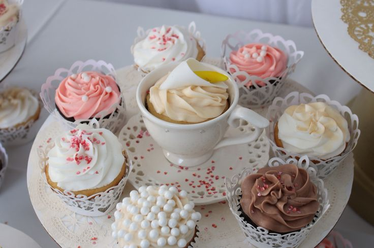 Cupcakes in tea cups
