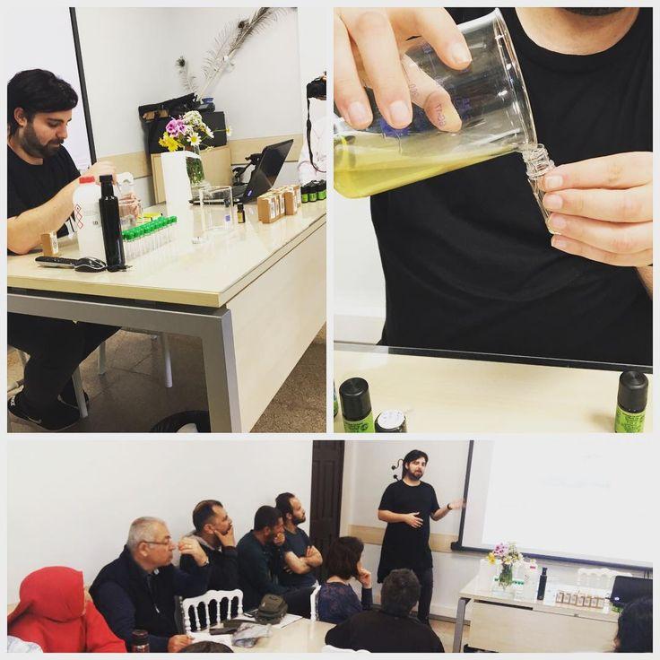 Festival kapsamında Zeytinburnu Tıbbi Bitkiler Bahçesinde eğitimlere Berkay Kocatürk eğitmenliğinde Doğal Parfüm atölyesiyle devam ediyoruz. #ztbb#eğitim#atölye#doğalparfüm http://turkrazzi.com/ipost/1517500236951294812/?code=BUPPmzqDZNc