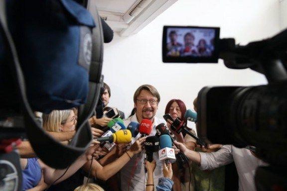 Domènech reclama a Puigdemont una convocatòria de país per avançar junts en el referèndum