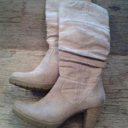 Winkelen | MyOutletBoutique Beige laarzen van Tamaris, maat 37. 15,-