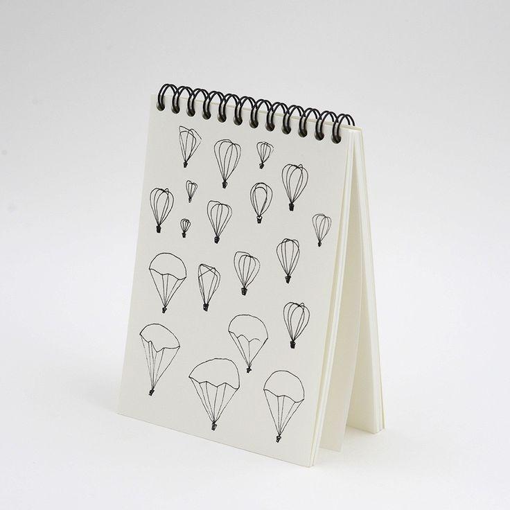 - Bloc-notes format A6 - 10,5x14,8 cm - impression en relief sur la couverture - papier 300 gr - 150 pages vierges intérieures - reliure spirale...