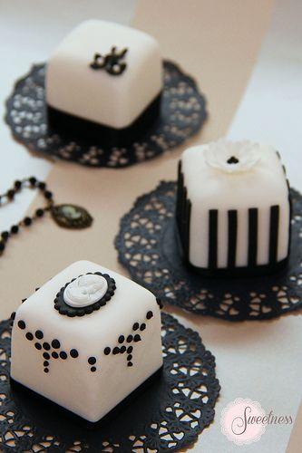 Mini Cake. Black and white mini cakes. www.sweetnessonline.co.uk