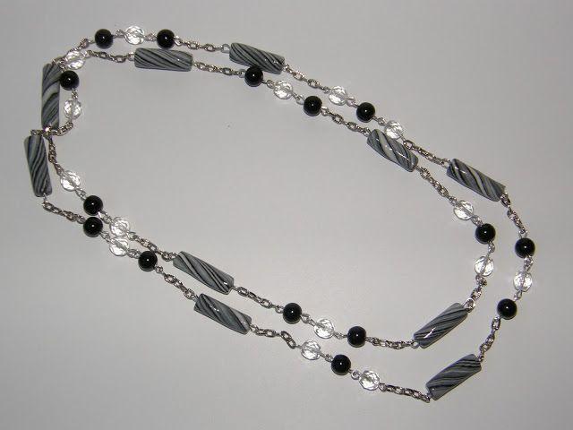 Collana lunga con perle, cristalli e cilindri in pasta di mais