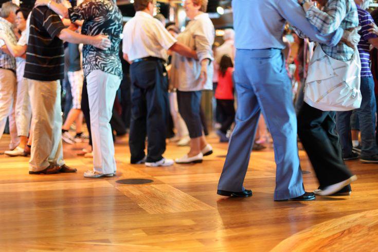 Thé dansant de l'amicale St-Vincent St-Christophe, Salle des fêtes de Belle-Isle de Châteauroux, Dimanche 15 Novembre 2015 à 15h00. © Fotolia / Pavel Losevsky