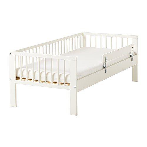 GULLIVER Rám postele s roštom IKEA Masívne drevo - odolný prírodný materiál. Zábradlie bráni vášmu diaťaťu vypadnúť z postieľky.