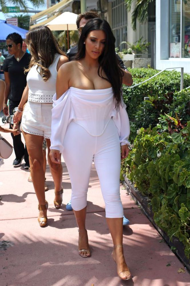 Kim Kardashian Eu Capitu Blog Fashion Total White Pinterest Kim Kardashian Blog E Boas