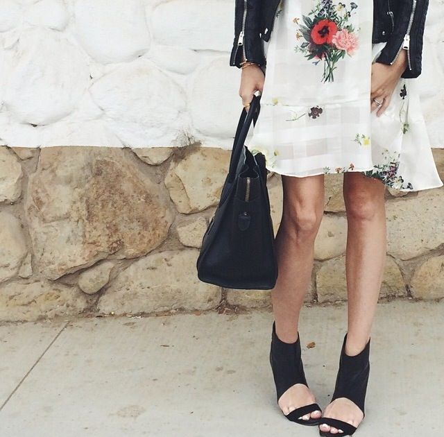 Samantha from Could I Have That blog in SVILU poppy print dress.