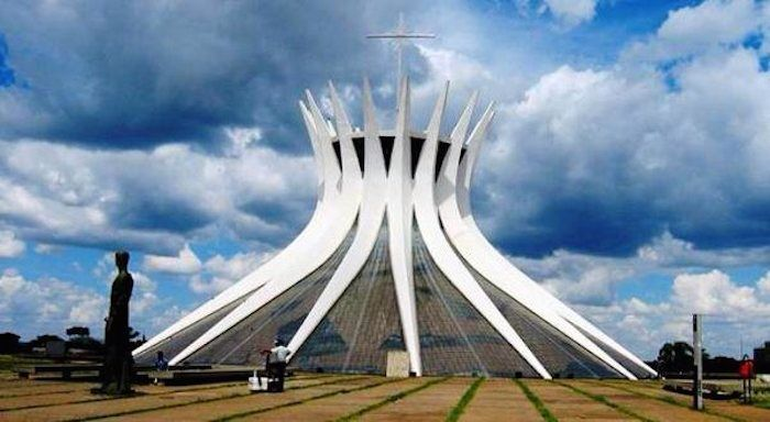 World Trip of the 30 most original churches building : Brasil  http://www.lumieresdelaville.net/2014/04/21/pour-le-lundi-de-paques-un-tour-du-monde-des-30-eglises-les-plus-originales/