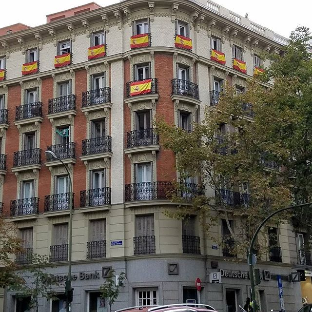 The Spanish flag is everywhere here in Madrid on the eve of the Catalonia referendum to leave Spain. Let us hope everything remains peaceful.  #spain #Catalonia #catalonianreferendum #independence #cataloniansecession #contemporaryartist