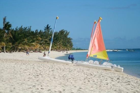 Sejur Mauritius Albion Vei petrece 8 Zile relaxante la Club Med La Plantation d Albion intr-o formula Ultra All Inclusive. http://bit.ly/2B0akTk