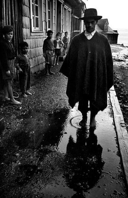descalzo en Chiloe del fotografo Antonio Quintana