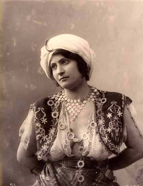 Weibliches Modell - Abdullah Freres - Istanbul 1895