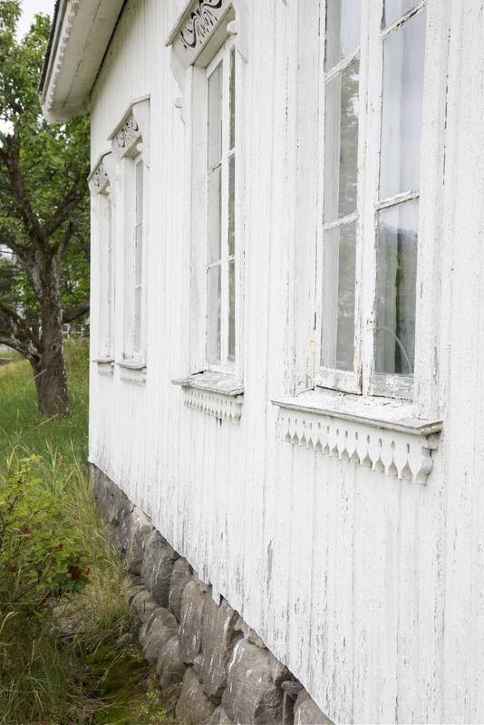 ♕ Livs Lyst ~ beautiful window trim