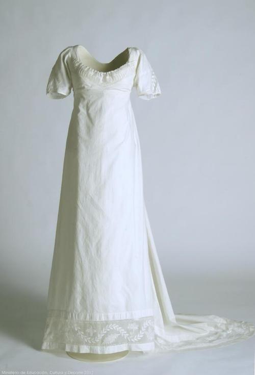 An understatedly lovely dress, 1800-1805, Museo del Traje. #Regency #1800s #fashion