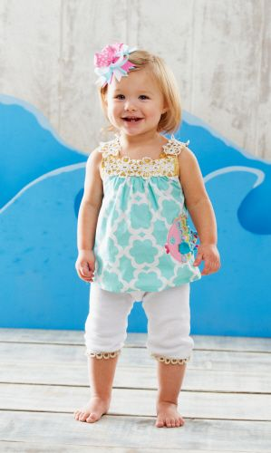 This whimsical sea-themed 2-piece set features a quadrafoil patterned tunic with crochet trim and colorful fish applique. Comes with white leggings with coordinating metallic crochet trim.