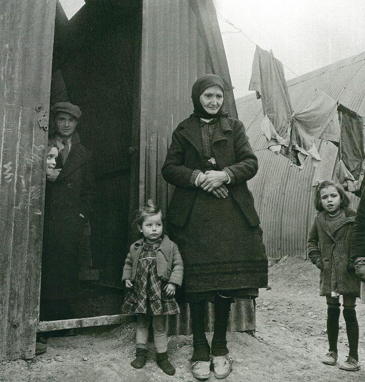 Εκτοπισμένοι του εμφυλίου σε τολ, 1947-48 Βούλα Παπαϊωάννου  πρόσφυγες σε τολ στο συνοικισμό Καλλιθέα στα Γιάννενα