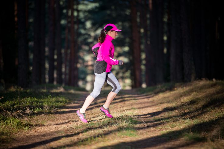 Cross maraton - o ostatnim czasie coraz więcej biegaczy decyduje się na maratony terenowe za miastem.