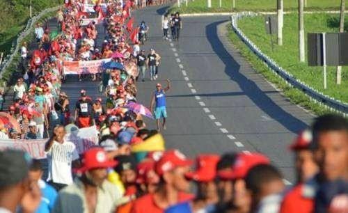 #VEMPRARUA #FORADILMA WWW.OBSERVADORINDEPENDENTE.COM SIMÕES FILHO: MST desiste de marchar até Salvador neste domingo e fica acampado