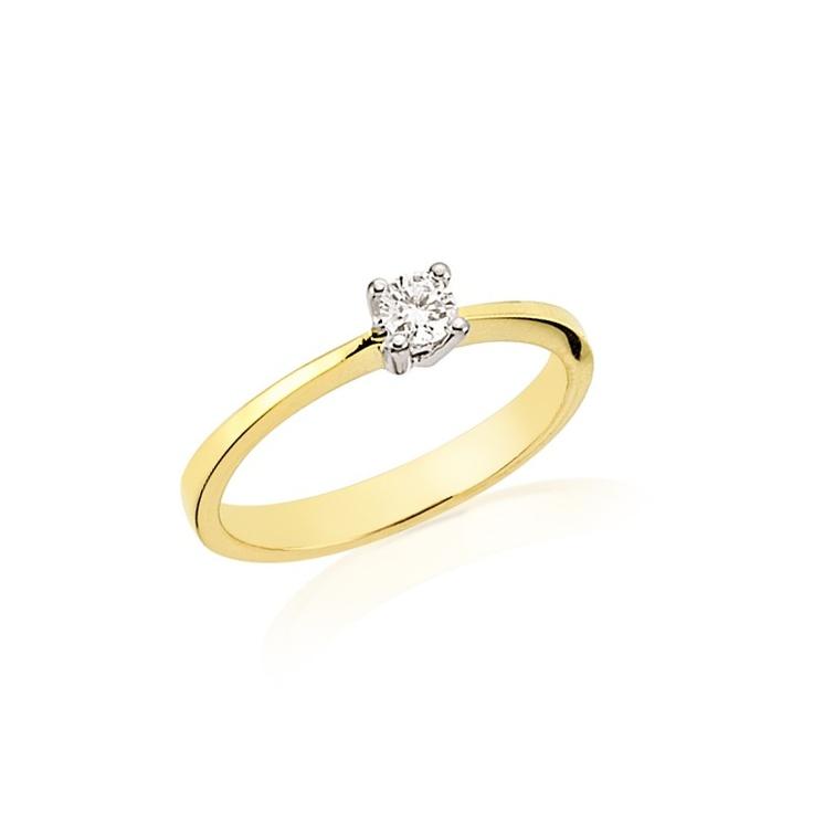 Inelul de logodna LRY184 este clasic prin forma sa. Efectul deosebit este dat de aurul galben si diamantul de 0.14 carate. 2160 lei pentru LRY184 cu diamant si aur de 18K. Mai multe detalii aici http://www.bijuteriilarosa.ro/inel-logodna-lry184