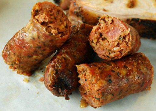 Andouille  Deze worst, gemaakt van gerookt en gekruid varkensvlees, is naar de andere kant van de Atlantische Oceaan gebracht door Franse kolonisten, en is de ster in veel typische gerechten voor New Orleans. Zo kun je het terugvinden in onder andere gumbo, jambalaya, op een Po' Boy of bij rode bonen met rijst.