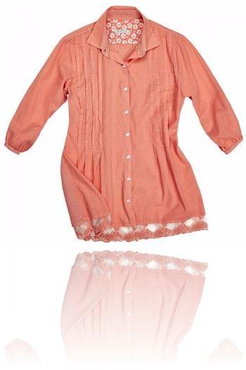 Camicia color pesca con  ricami applicati. Seguici su #RedisRappresentanze www.redisrappresentanze.it