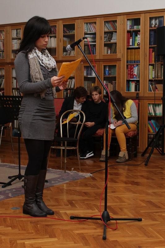 Studenti čitaju