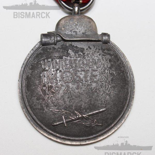 """Medalla del Frente Oriental 1941/42 Ostmedaille También llamada Medalla de Invierno en Rusia. Marcaje en anilla """"6"""" Fabricante: Frizt Zimmermann, Stuttgart"""