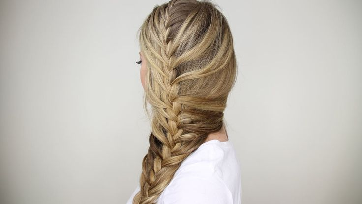 This super easy tutorial will have you perfecting the mermaid braid in no time! | www.claritybeauty.com