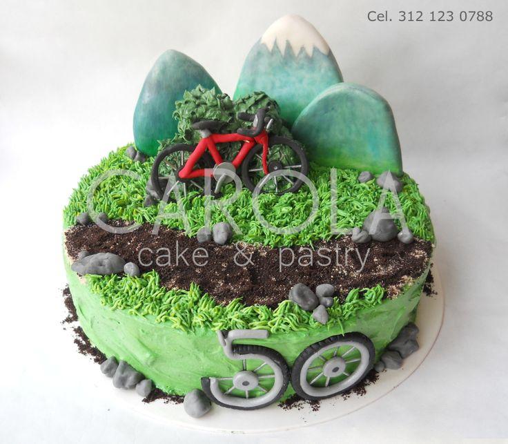 Bike Cake: Montañas de galleta, arbustos de malvaviscos y rocas de azúcar....Un pastel lleno de divertidos detalles y delicioso sabor. Toda la decoración de este pastel es 100% comestible