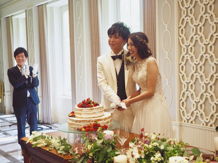 いいね!28件、コメント1件 ― Narumi ♡さん(@ynwd_924)のInstagramアカウント: 「披露宴でのケーキカット . 定番の苺のネイキッドが良くて、 打ち合わせも速攻決まり、 理想通りのケーキを作っていただきました . この時のBGMも旦那さんと たくさんシュミレーションして、…」