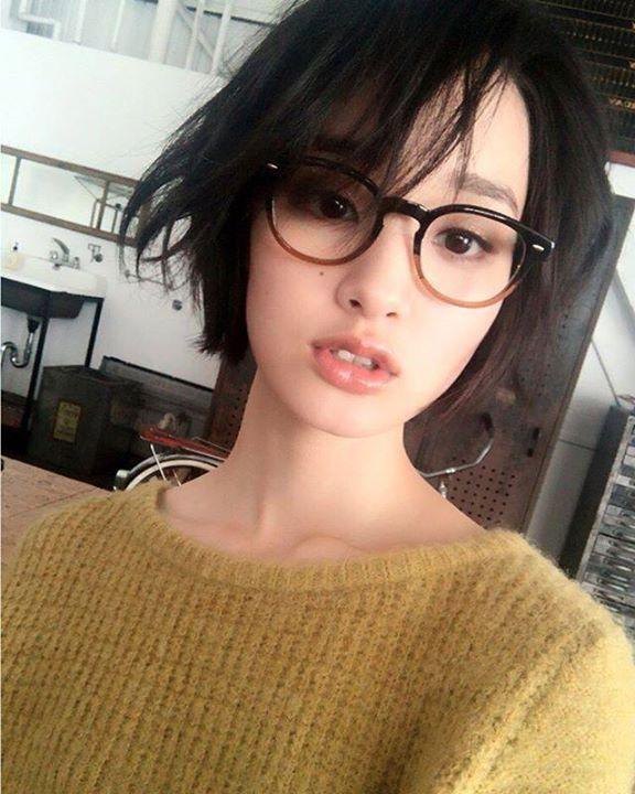 Cute asian girl ✔ Glasses ✔ Short hair ✔ Perfection/10Cute asian girl ✔Glasses ✔Short hair ✔Perfection/10