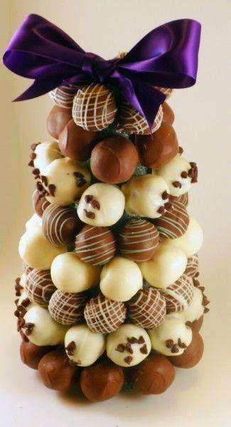 Hari ini coklat cake tradisional untuk perkahwinan dan tidak popular lagi. Sekarang, terdapat semakin ramai pengantin memilih coklat yang un...